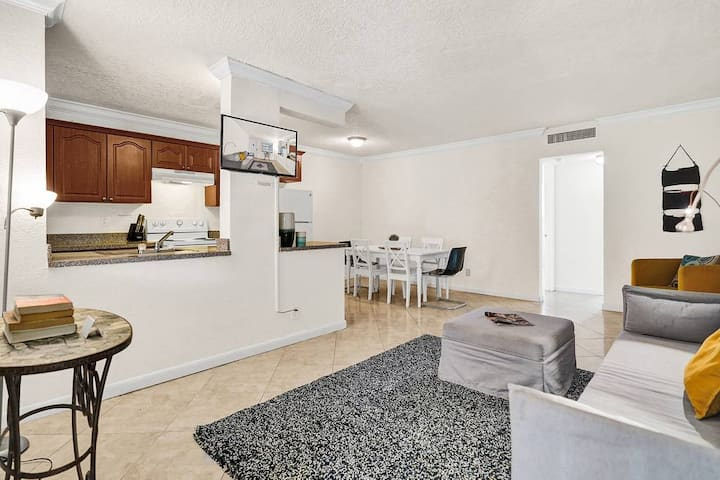 Special Offer! 1BR/1BATH, Hallandale Beach, FREE PARKING, SANITIZED,  BEACHES AND POOL OPEN!