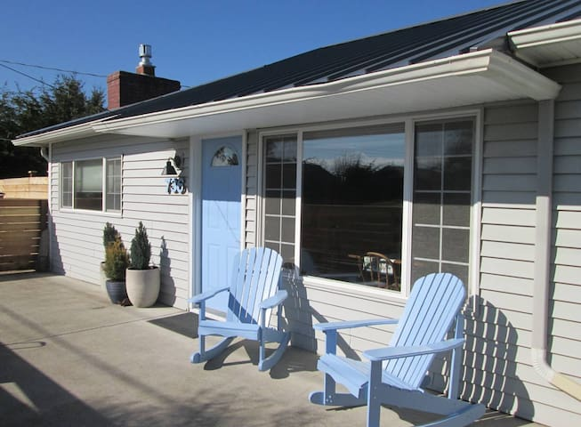 Sky Blue Cottage - Modern Amenities + Retro Charm