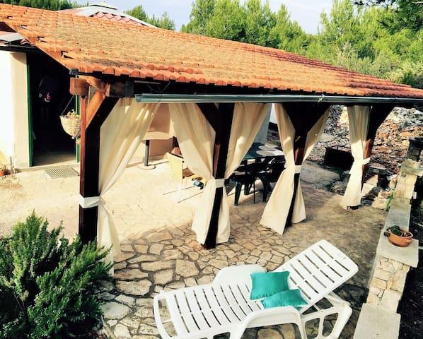 """Kuća za odmor """"Jubav mala"""" , Milna (Brač)"""