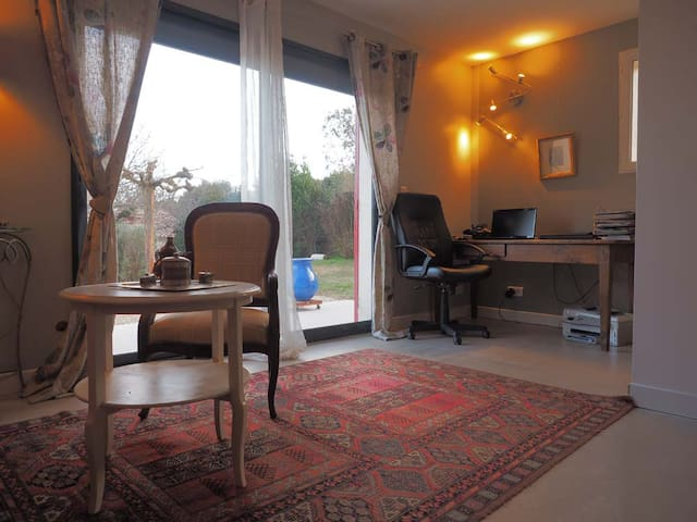 Suite climatisée indépendante, terrasse, cuisine - Vernègues
