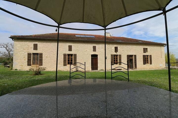 Solle Beaumont 32100 Aramis  Chambres d'hôtes