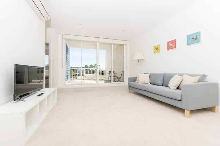Comfy 1 bedroom apartment in Breakfast Point