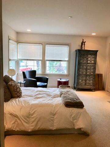 Queen bedroom #3 -MAIN LEVEL