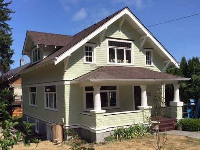 Historic Home Near Downtown: Avonlea Room
