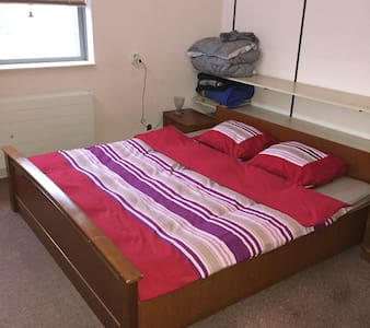Bedroom / double bed / family home - IJsselstein - Rumah