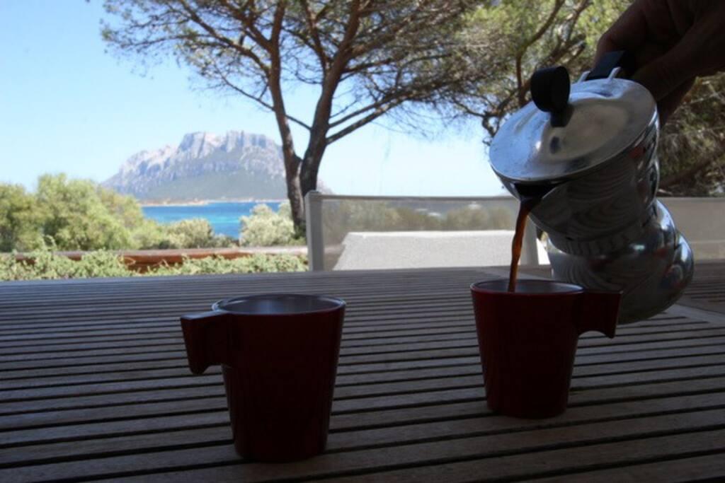 Vista sul mare e sull'isola di Tavolara dalla veranda della casa