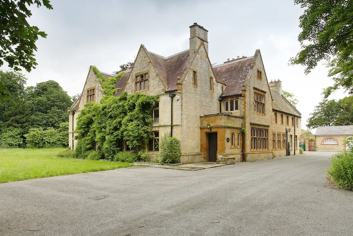 Beautiful 16th Century Manor House - Cosgrove