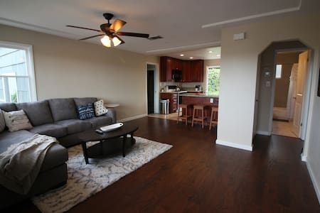 Cozy 3bd w/ view of San Diego & Lush Backyard - National City