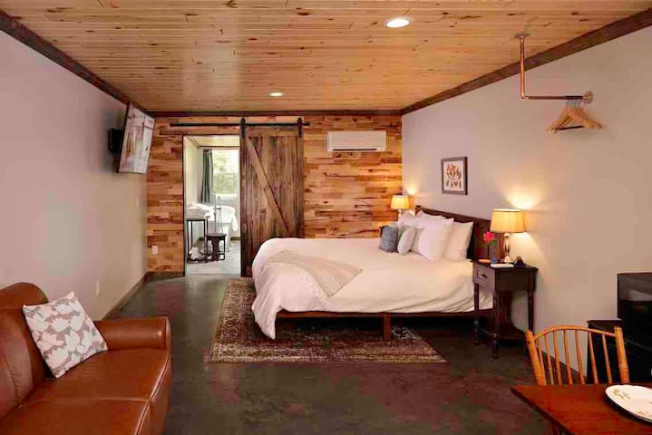 Ridgeside B&B: Chestnut Suite - mountain retreat