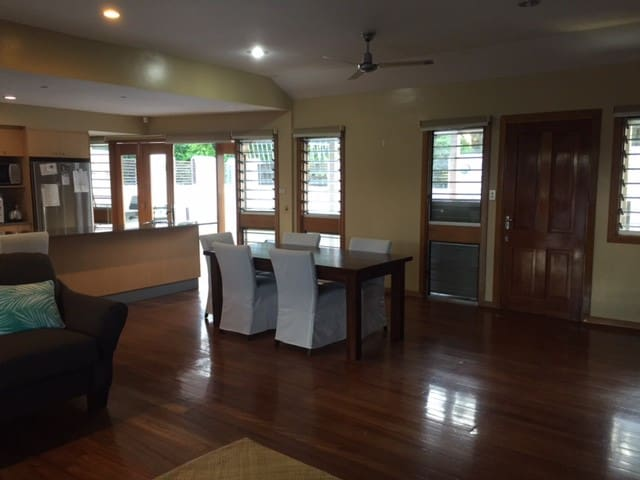 Location, Location! Safe Area, Close to Suva City - Suva - Casa