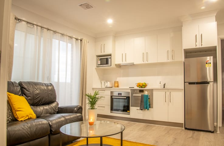 Fully furnished modern annex- conveniently located