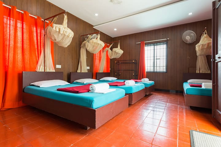 Reds  - Homestay - Luxury 4 bed Family Room.