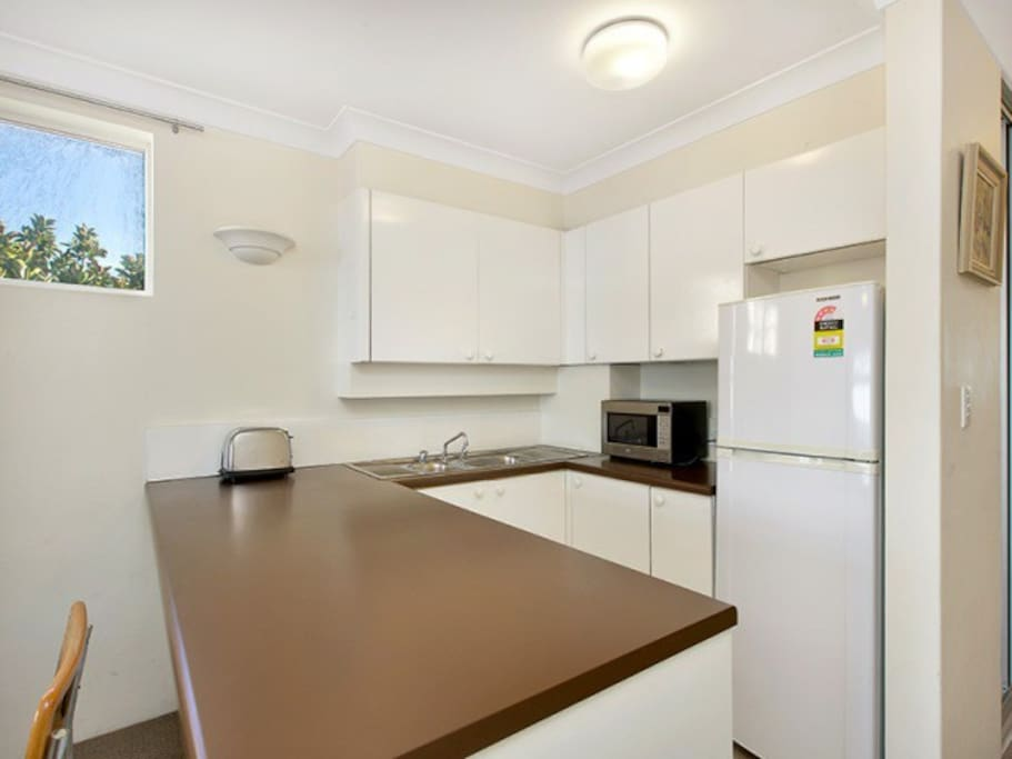 Self contained kitchen with hotplates (no oven)