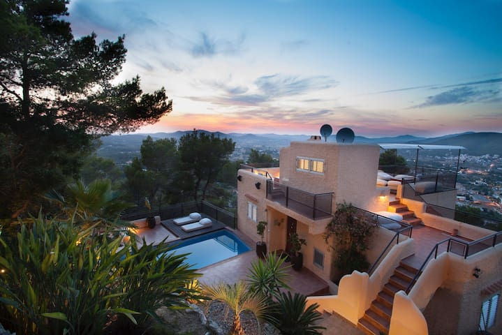 DOUBLE ROOM N1 IN VILLA WITH A STUNNING SEA VIEW