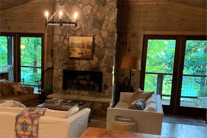 Beautiful River House Retreat