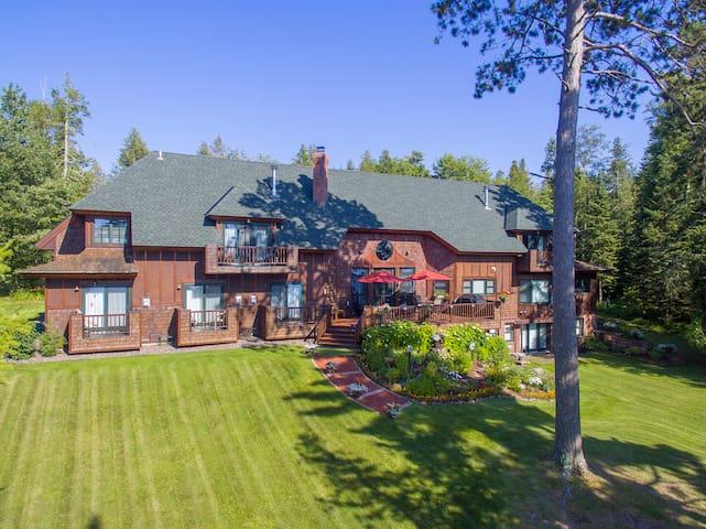Amazing Lake Superior Lodge Room #1