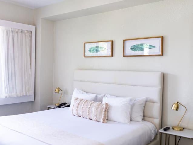 Crest Hotel Suites, Standard Single