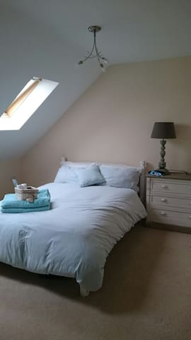 Light and airy double room on a private 3rd floor