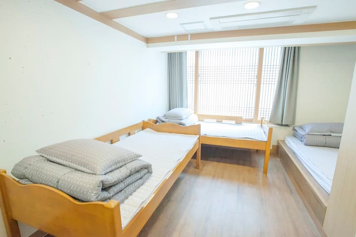 Hongdae(Deluxe Triple room) / Free Breakfast,WiFi