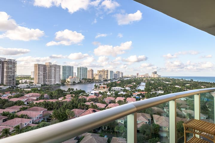 ☼ Breathtaking Water view Condo Across The Beach ☼