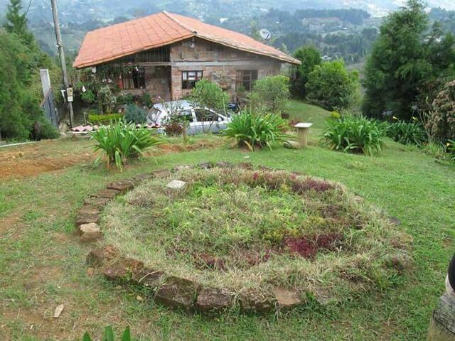 cabaña y zona verde