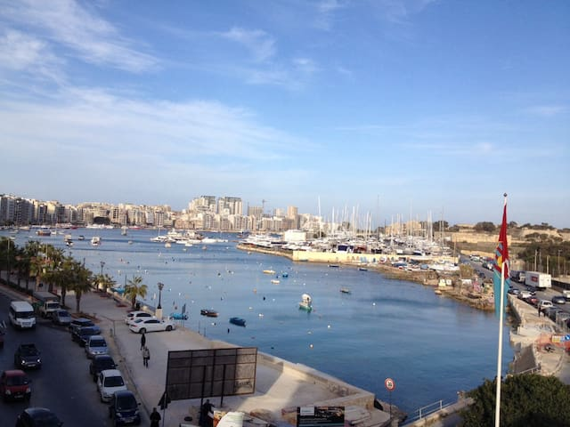 Seafront apartment with balcony - Il-Gżira - Lägenhet