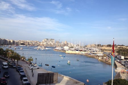 Seafront apartment with balcony - Il-Gżira - Pis