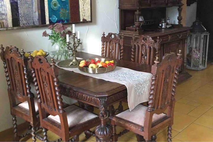 Antik und geschmackvolles Heim
