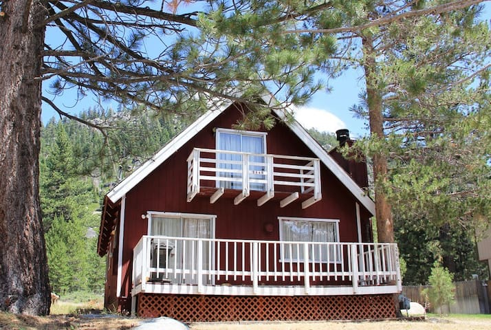 Red Mountain Cabin: Walk to Upper Truckee River! - South Lake Tahoe - Chalet