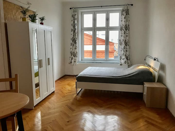 Gorgeous double bedroom in Jewish Quarter