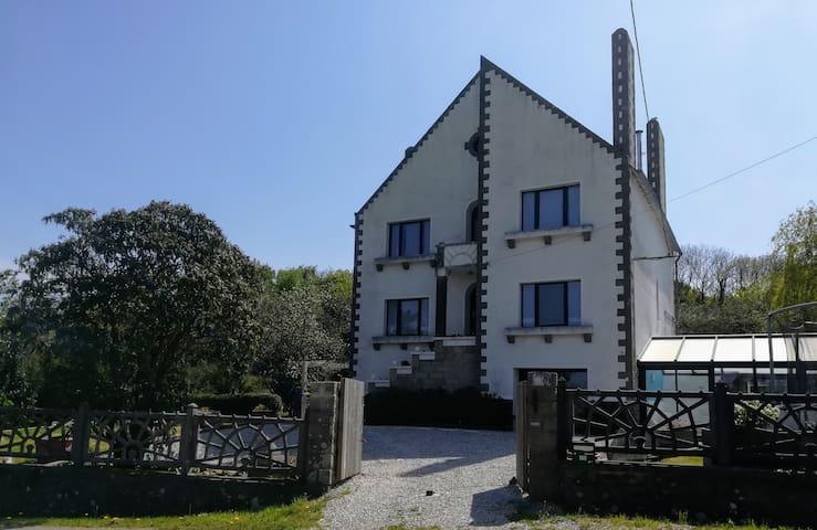 Villa 14 pers piscine couverte, presqu'île Crozon