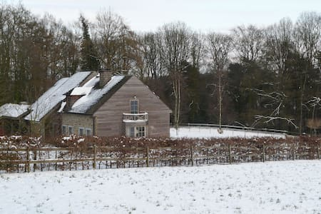Belle maison en bois dans un écrin de verdure - Namur - Dom