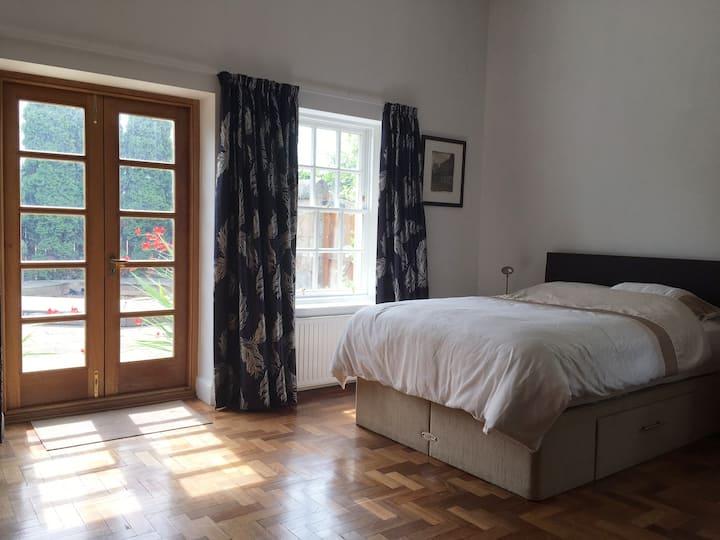 Old Manse luxury studio apartment near Edinburgh