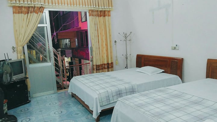 Room with two king beds clean, nice, friendly.1