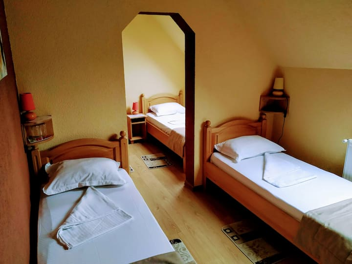 Venesis House - Quadruple Room - no. 7