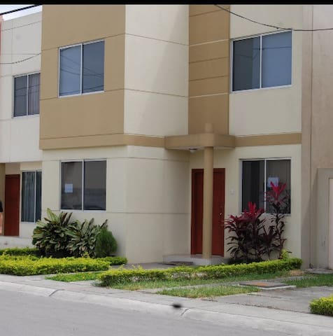 Casa Amoblada - Urbanización Privada. - Guayaquil - Haus