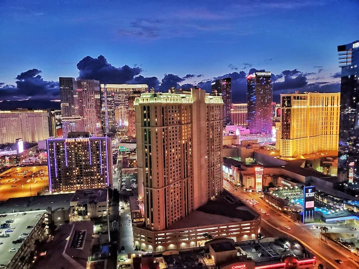 MGM Signature 32nd floor Penthouse With Balcony!