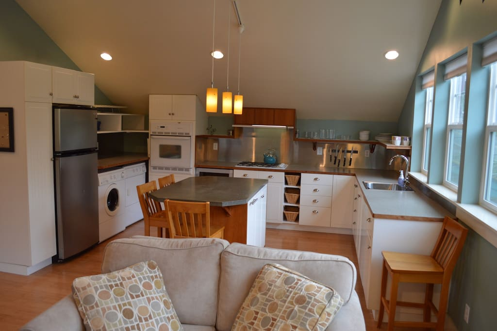 kitchen fully equipped; kitchen linens included; washer/dryer; wine fridge