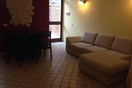 Graziosissimo bivano di 45mq per 1/2 persone - Monserrato - 公寓