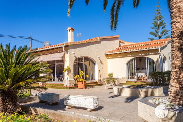 LOVELY VILLA IN 2nd BEACHFRONT - Alacant - Casa
