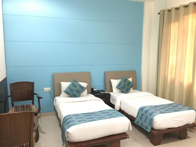 Private room near Diplomatic Enclave- South Delhi