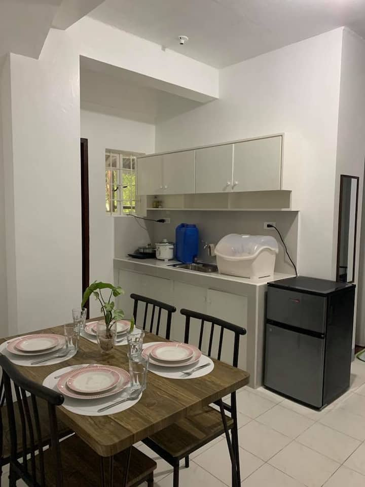 Homey2 Apt w/ 35 Mbps WiFi-15 min walk to BGC