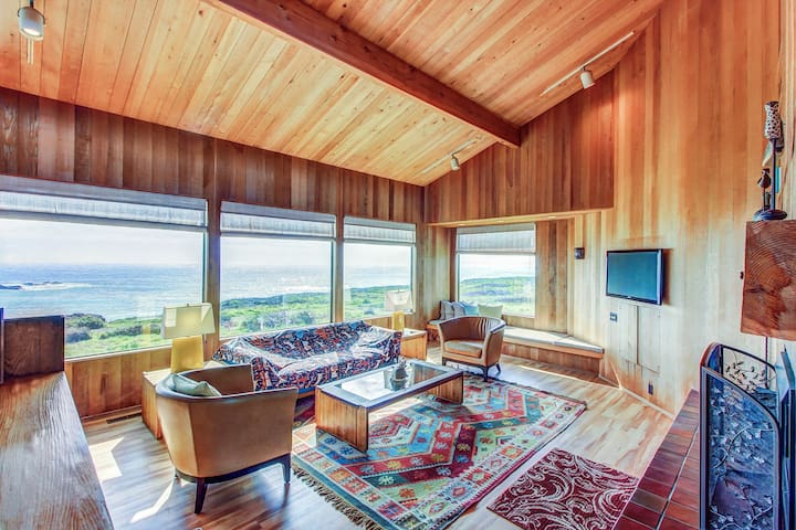 Waterfront Sea Ranch home w/ private hot tub, shared pool, & ocean views!