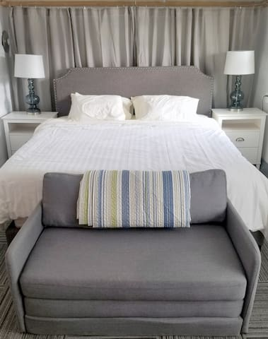 King size bed in Master with Hotel quality linens
