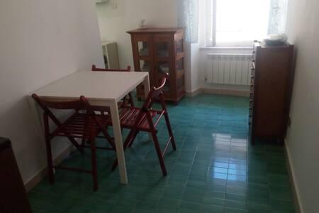 """Appartamentino economico """"ILDA"""" a Sirolo centro"""