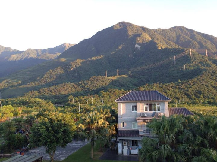 (Y)假如您喜歡躺著看山.近花蓮火車站! 占地1萬平方米 遠慮園