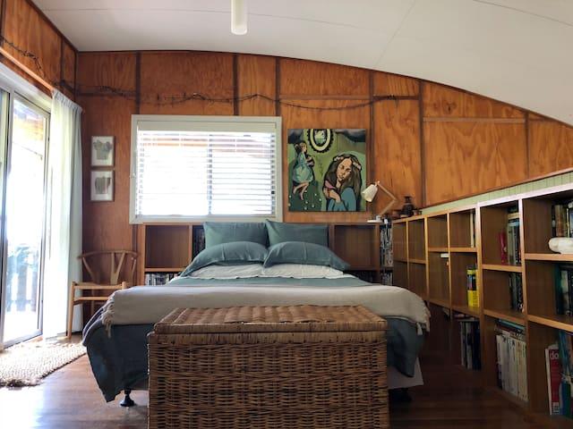Queen bed in loft - 100% natural bed linens