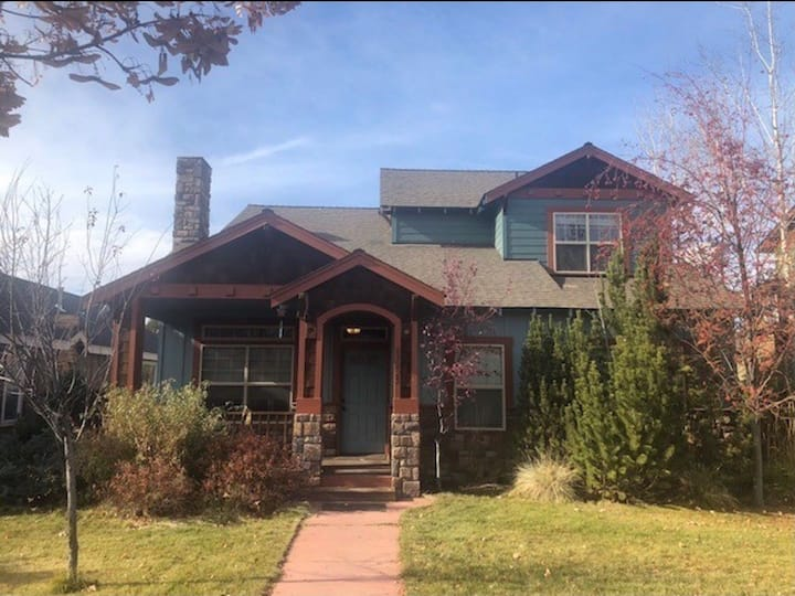 ★ Gorgeous eclectic home ❤️ of N Bend ★w/game room★