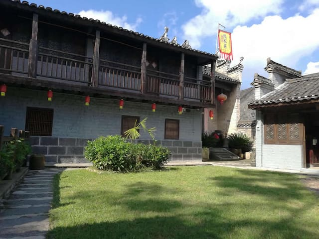 yangshuo loong old house balcony king 2