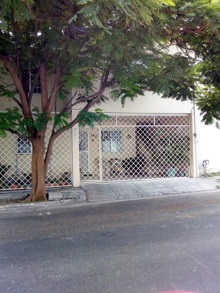 Casa zona poniente para damas y parejas